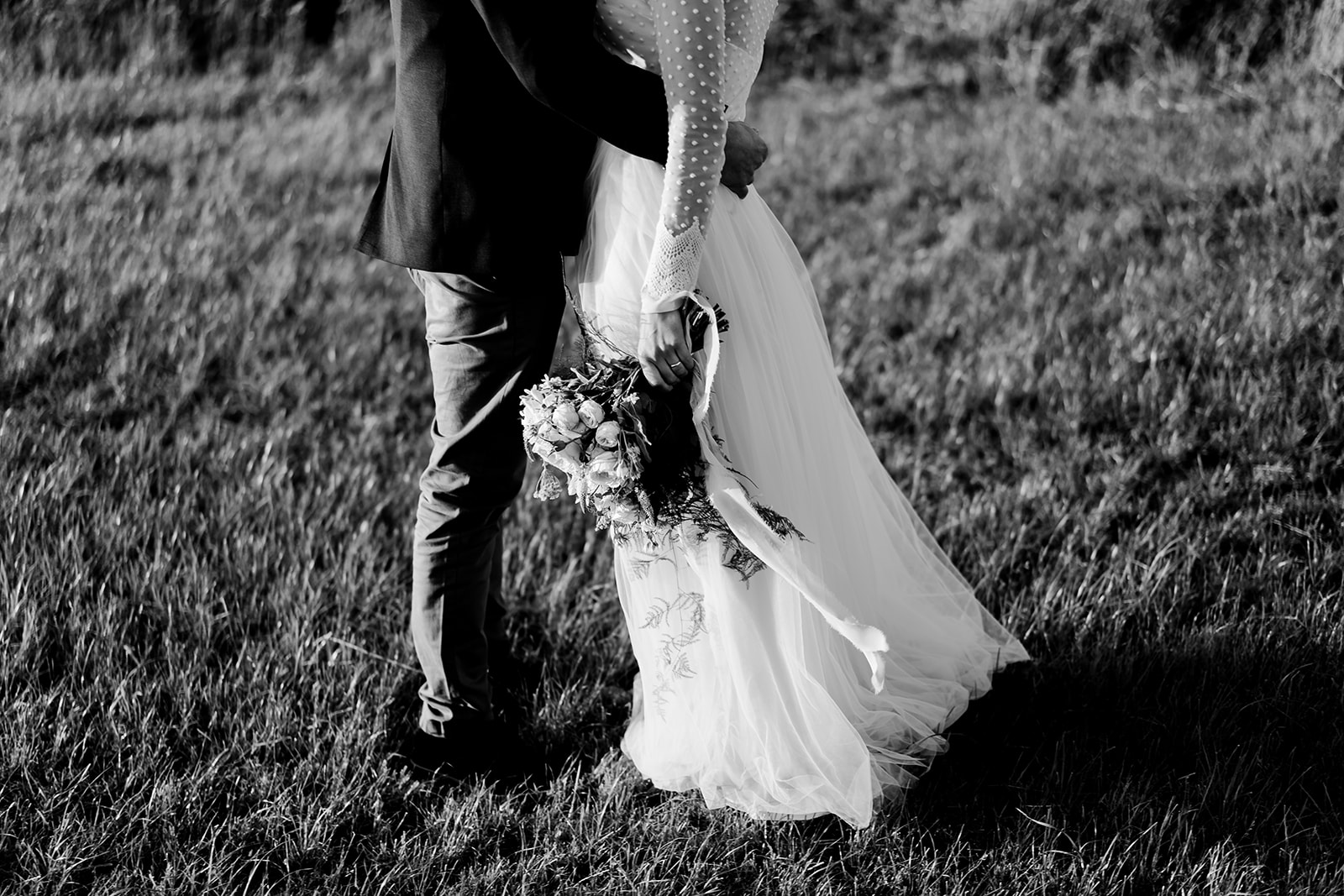 couples portraits golden hour Boho marquee wedding cotswolds