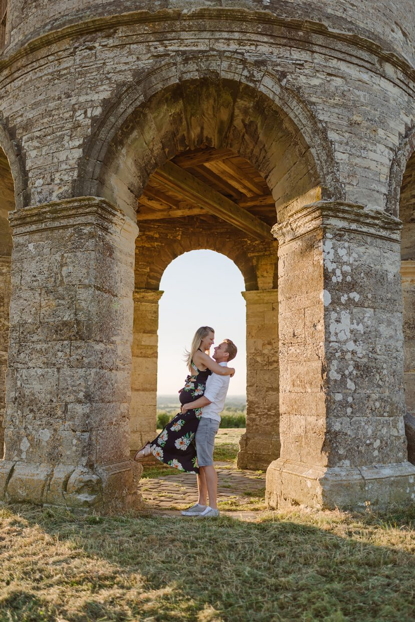 couples engagement shoot at Chesterton windmill