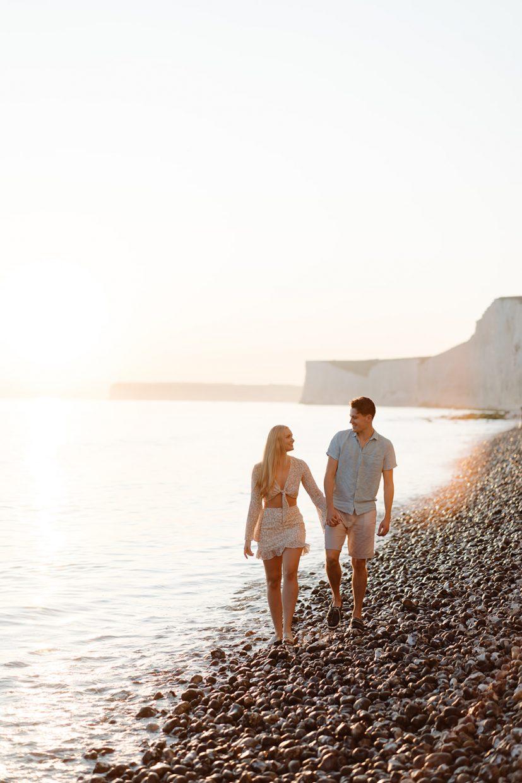 couples coastal beach engagement shoot uk white cliffs seven sisters
