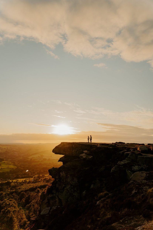 elopement-engagement-photoshoot-peak-district-cubar-edge-golden-hour