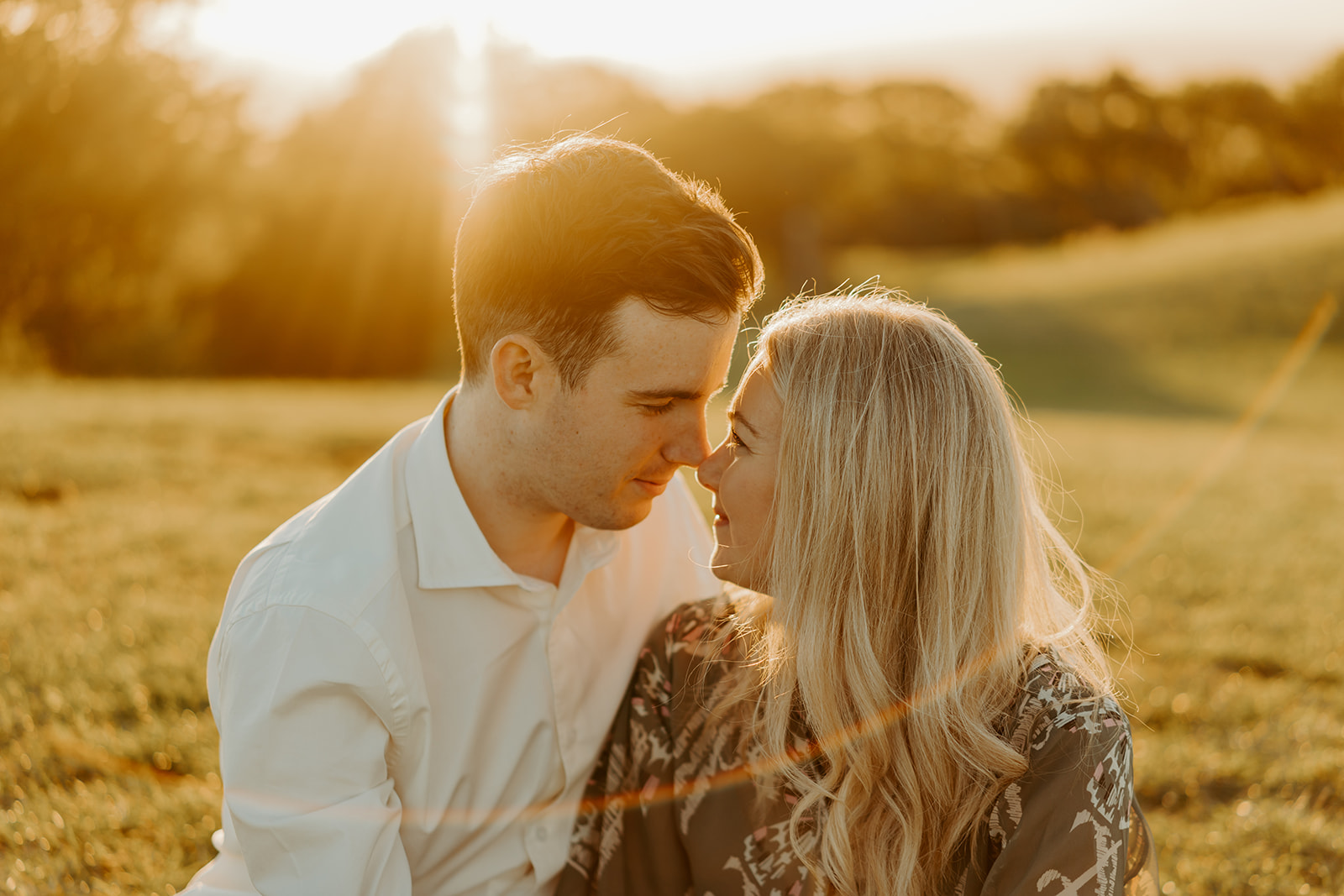 engagement-couples-session-golden-hour-at-broadway-tower