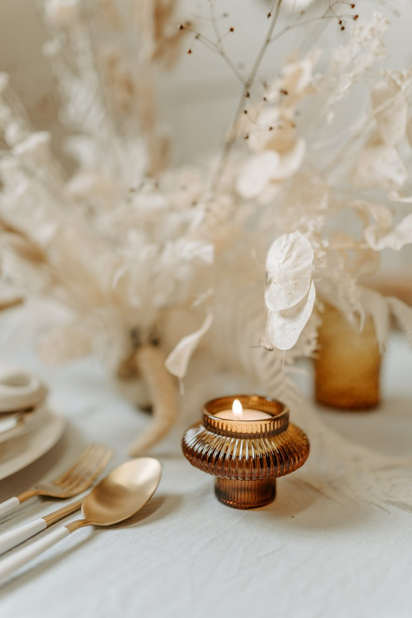 Wedhead-London-the-bijou-bride-styled-wedding-festive-christmas-tablescape-blue-gold-with-dried-flowers