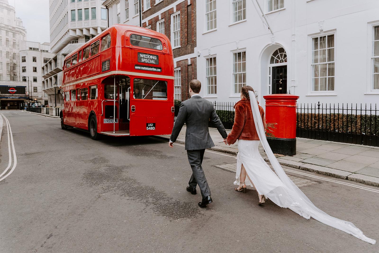 december-london-micro-wedding-guards-chapel-st-james-park-london-bus-routemaster
