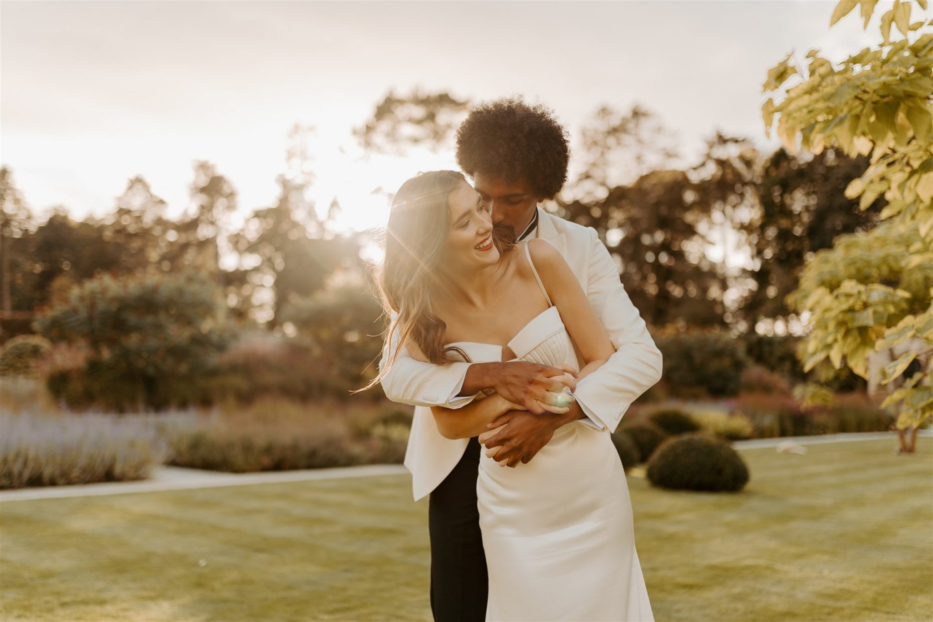 Isla-and-Smith-wedding-photography-couple-golden-hour-at-middleton-lodge-estate
